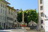 Blick auf den Brunnen der hl.Anna in Fribourg