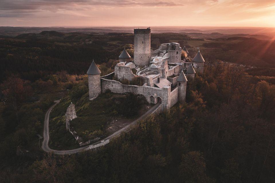 Blick auf die Burgruine Nürburg