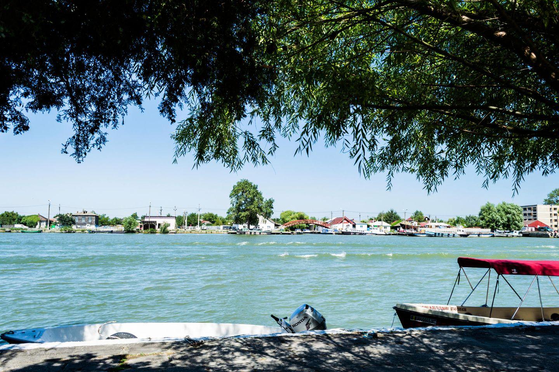 Sulina liegt direkt am Sulina-Delta, also der Mündung des Flusses Sulina in die Donau