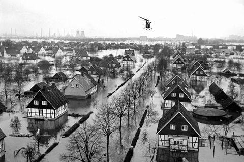 Fast ein Fünftel der Fläche Hamburgs wird überschwemmt. Besonders gefährdet sind die tief liegenden Areale im Süden, etwa in Wilhelmsburg, wo neben festen Häusern auch instabile Hüttensiedlungen stehen
