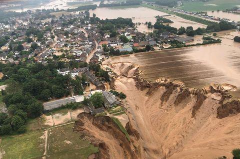 Dramatische Bilder aus Westdeutschland gehen um die Welt: Im nordrhein-westfälischen Erftstadt schwemmten die Wassermassen Häuser davon, verwüsteten ganze Landstriche
