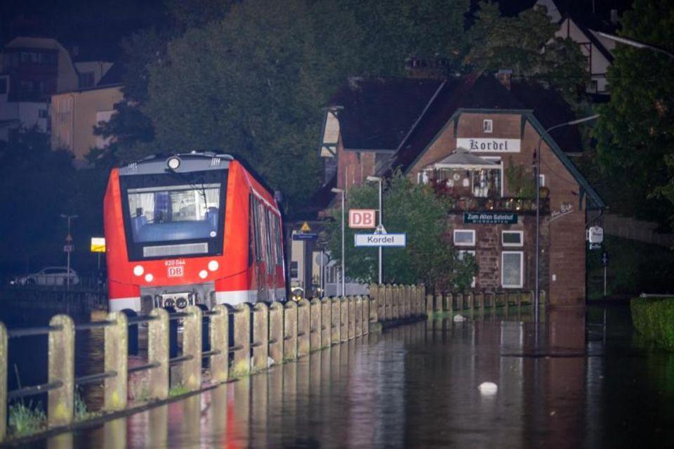 Die Unwetterkatastrophe in Teilen von NRW und Rheinland-Pfalz hat auch starke Auswirkungen auf den Bahnverkehr