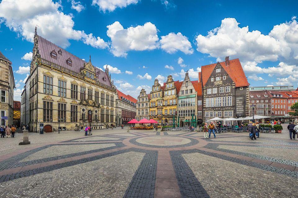 Panoramasicht auf den historischen Marktplatz von Bremen