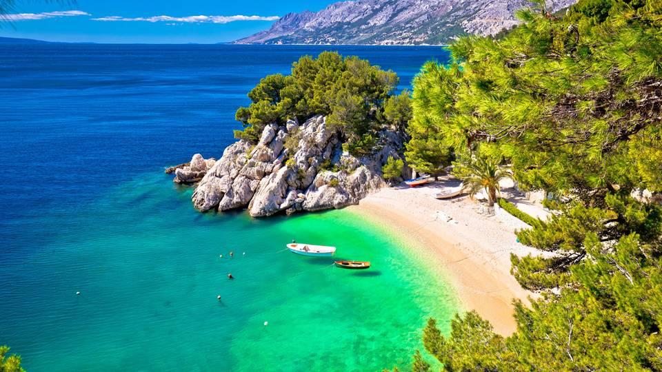Blick auf den Strand Punta rata einer der schönsten Strände in Kroatien