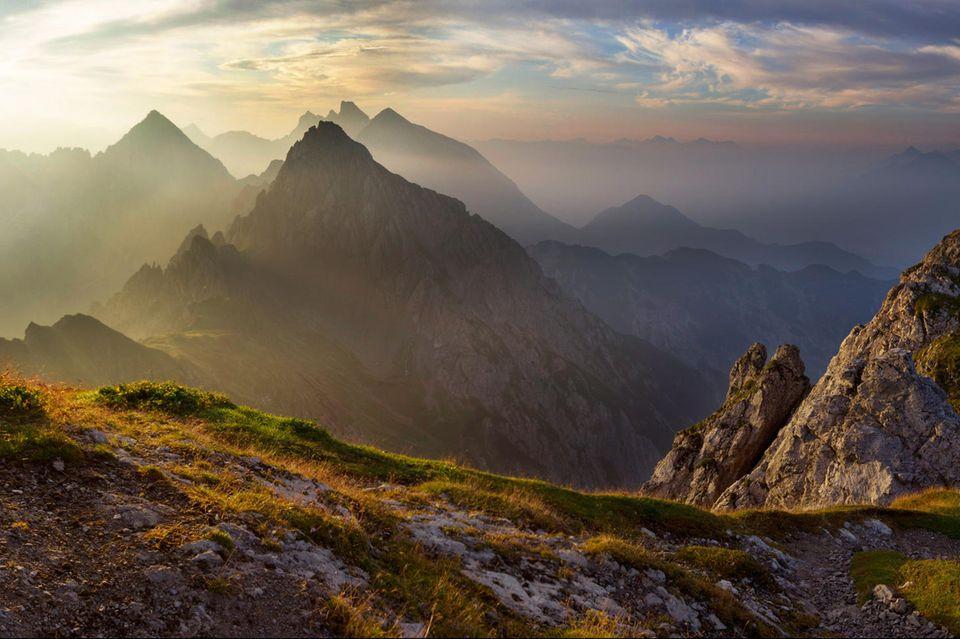 """26.07.2021      """"Morgenstimmung von der Reitherspitze, bei der Nördlinger Hütte, auf die Freiungen. Um 7:30 Uhrkann man dort ungestört die Ruhe genießen.""""      Kamera:Canon EOS 550D, Weitwinkel EFS 10-22"""