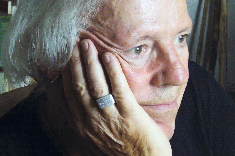 Der Psychoanalytiker Wolfgang Schmidbauer setzt sich seit den 1970-er Jahren mit den psychischen und ökologischen Folgen des Konsums auseinander