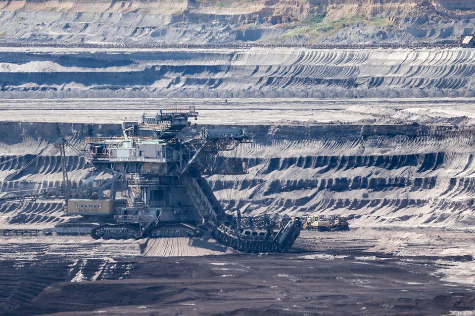 Tagebau in Sachsen: Der globale Verbrauch natürlicher Ressourcen hat nach Experten-Schätzungen Mitte 2021 wieder etwa das Niveau vor dem Beginn der Corona-Pandemie erreicht