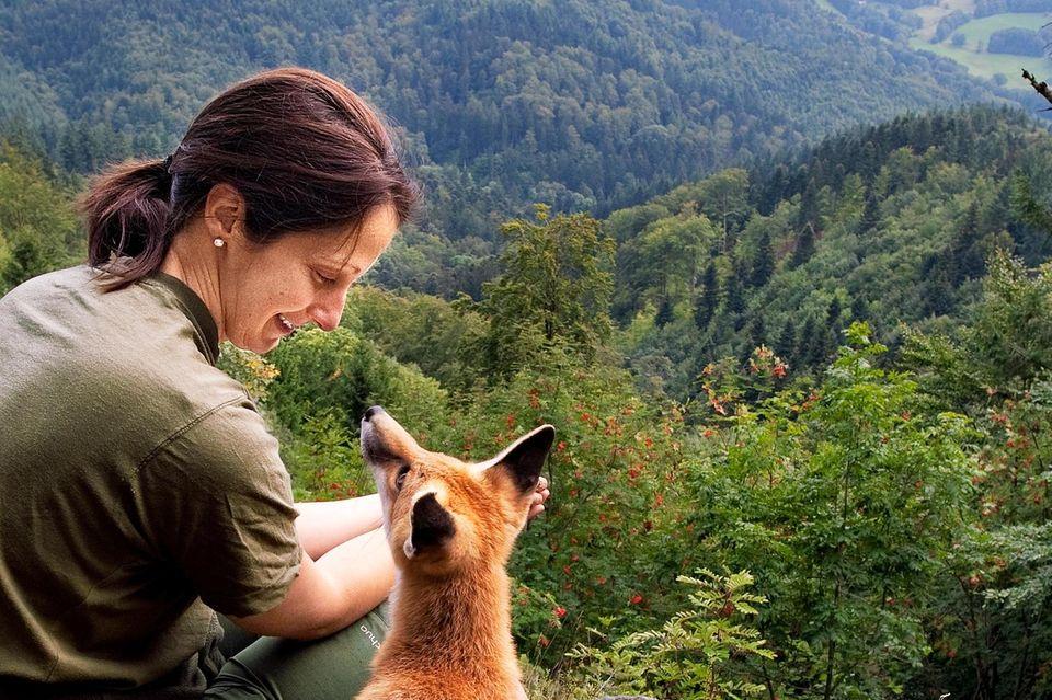 Tierliebe: Freundschaft zwischen Füchsin und Forstwirtin: Das Jahr mit Sophie
