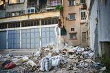 Bei der Explosion entstanden bis zu 800.000 Tonnen Schutt und Abfälle. Viele Landmarken der Stadtarchitektur sind unwiederbringlich verloren