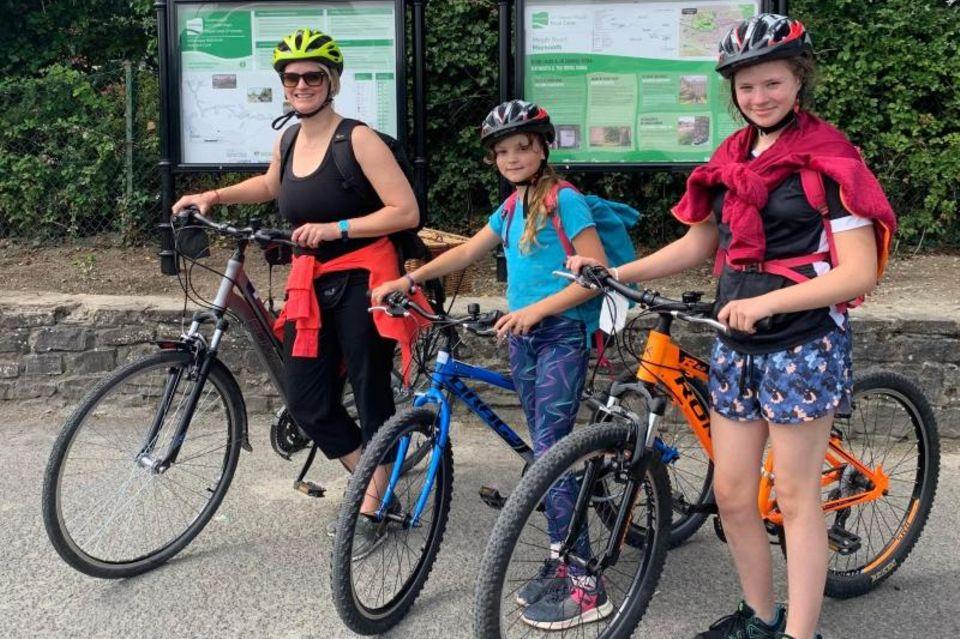 Autorin Mareike Graepel  mit ihren Kindern Orla und Alva auf dem Royal Canal Greenway