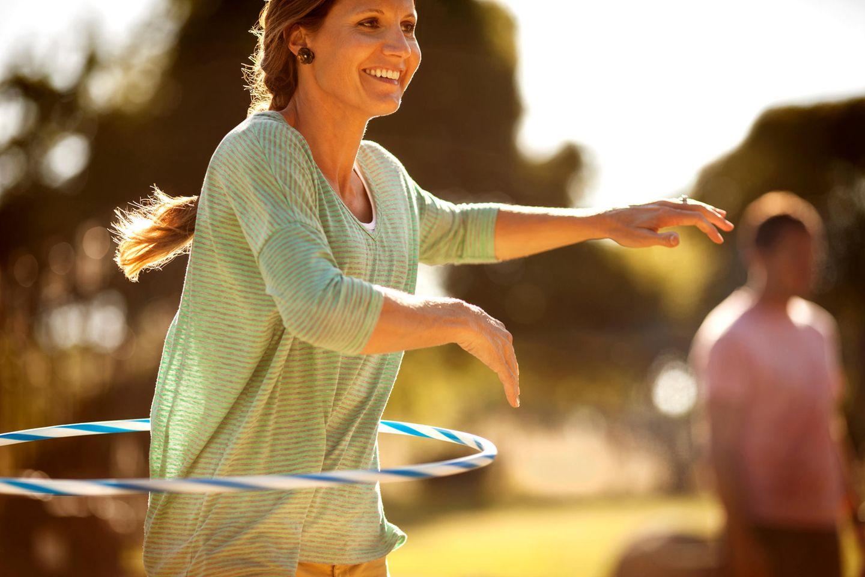Trainingsgerät mit Spaßfaktor: Beim «Hullern» stärkt man Bauch, Rücken und Taille