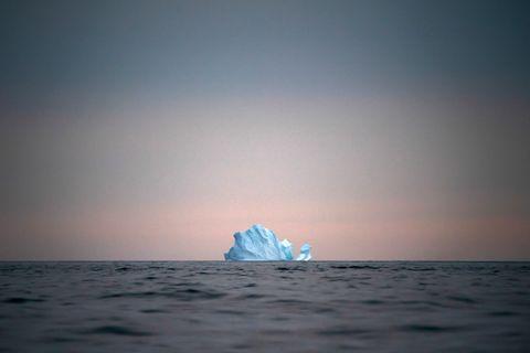 Schwimmender Eisberg in Grönland