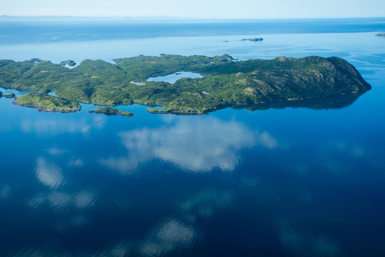 Luftbild von der grünen Insel Kodiak Island