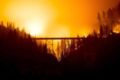 Nach einem extrem regenarmen Winter und geringer Schneedecke haben die Waldbrände im dürregeplagten Kalifornien in diesem Jahr ungewöhnlich früh angefangen
