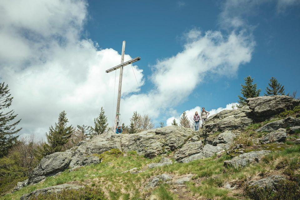 Bayerischer Wald, Achttausender, Gipfel Mühlriegel, Wanderer