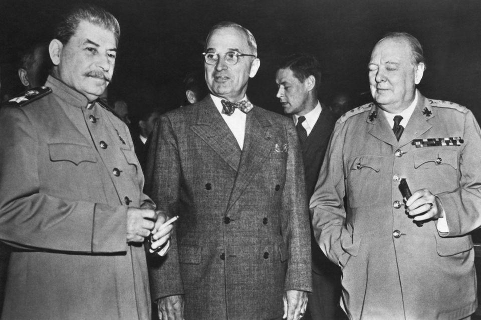"""""""Die Großen Drei"""" der Potsdamer Konferenz: Joseph Stalin, Harry S. Truman und Winston Churchill"""