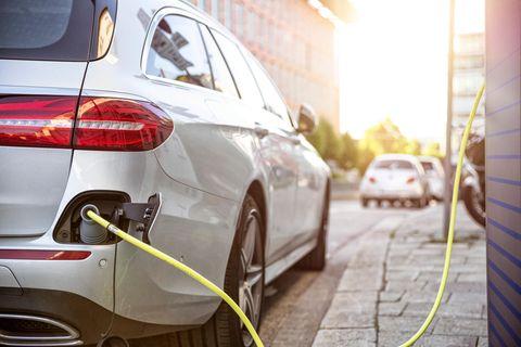 Elektromobilität: Lohnt sich der Umstieg aufs E-Auto? Entscheidungshilfen für Unentschlossene