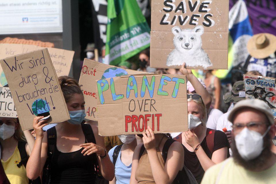 Demonstraten der Fridays For Future Bewegung im August 2021 in Frankfurt