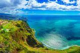 Blick von einem hohen Punkt auf Madeira