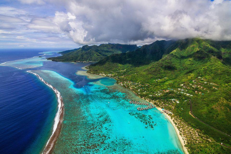 Blick auf die Insel Moorea vom Hubschrauber aus