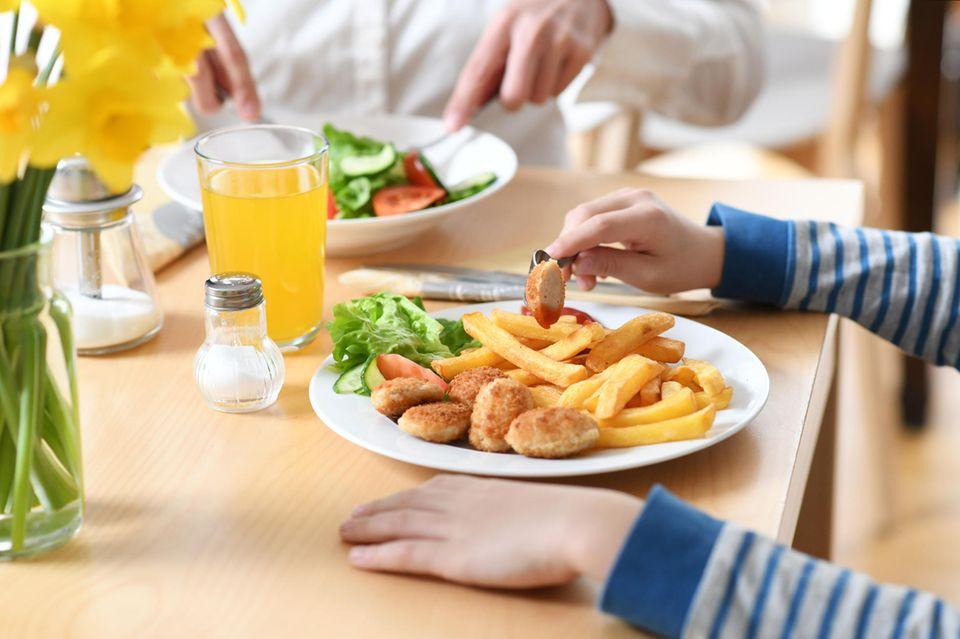 Nahrungsmittel für Kinder enthalten oft zu viel Fett und Zucker