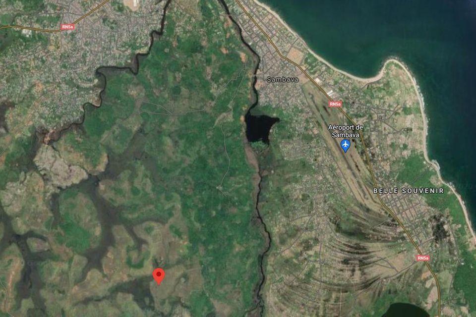 Karte von Sambava und Umgebung, die rote Markierungzeigt die Lage des Schulgartens an