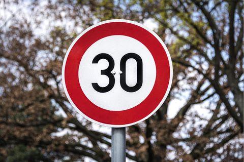 Wird auch in deutschen Kommunen diskutiert: Tempo 30 im gesamten Stadtgebiet