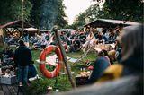 Mancher Camp-Besucher ergatterte dafür einen Premium-Platz im Kanu direkt vor der Bühne, andere holten sich noch ein frisches WALDEN Forest Lager vom Zapfhahn, besuchten den Burger-Stand und lauschten entspannt auf der Wiese