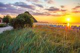 Strand von Scharbeutz bei der Seebrücke zum Sonnenuntrgang