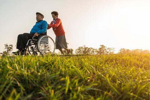 Pflege: Fürsorge kann leicht zu Überforderung des Pflegenden führen