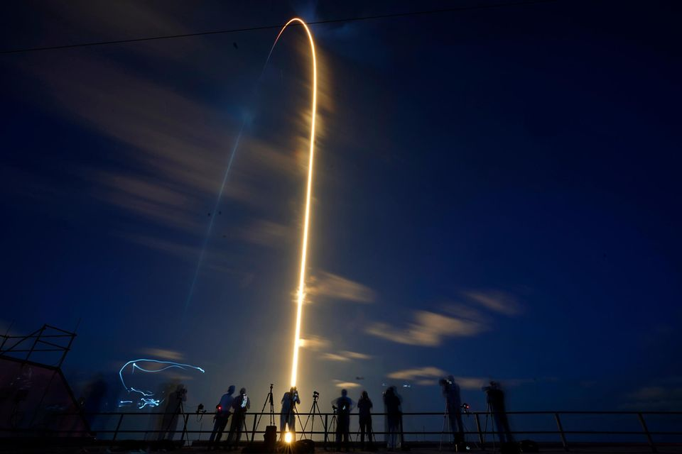 SpaceX Rakete hebt ab