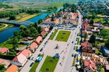 Blick auf die Kirche der Heiligen Dreifaltigkeit in Tykocin