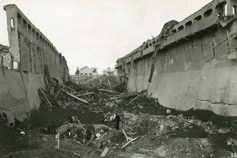 Ein zerstörter Düngemittelsilo im Oppauer Werk der BASF nach der Explosionskatastrophe