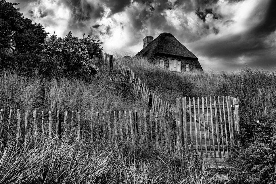 "21.09.2021      ""Haus in den Dünen.""      Ort: Sylt"