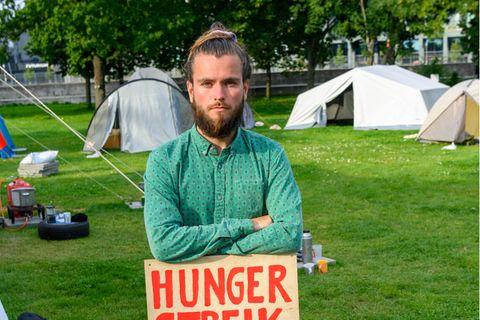 """Klimaprotest: """"Mama, wir sind in Lebensgefahr!"""" – eine Mutter, ein Sohn und ein Hungerstreik, der ihr Leben verändert"""