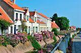 Typische weiße Häuser am Lissewege Kanal