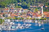 Blick auf die Stadt Skradin und ihren hübschen Hafen am Krka-Fluss