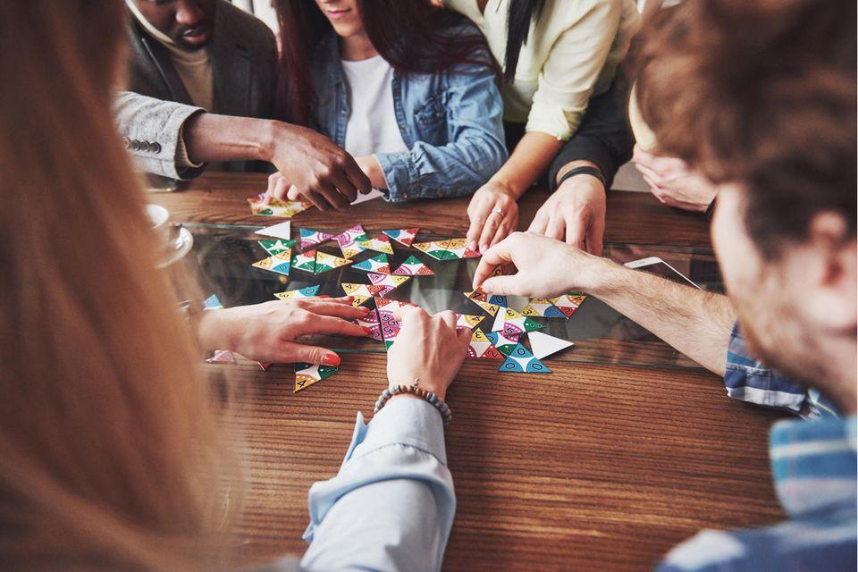 Gesellschaftsspiele: Warum spielen so wichtig für uns ist – und was wir dabei lernen