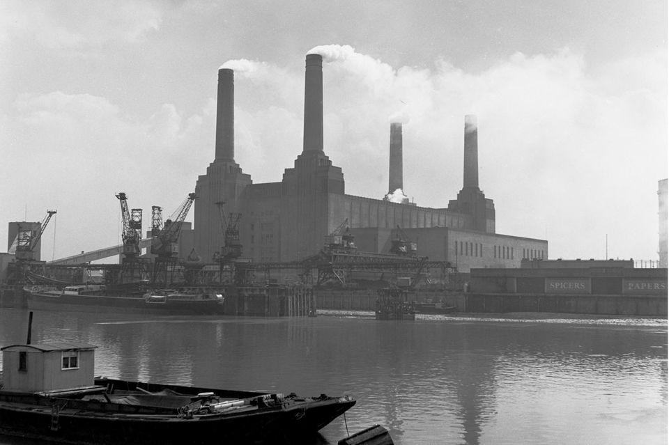 Das Londoner Battersea-Kraftwerk in den 1950er Jahren: Das Vereinigte Köngreich rangiert im historischen CO2-Ranking hinter Deutschland und Indien auf Platz acht