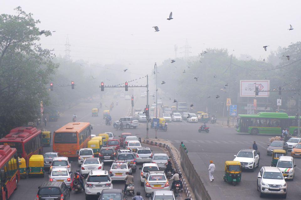 Smog in Neu Delhi, Indien: Vor der Weltklimakonferenz in Glasgow hat die Weltgesundheitsorganisation (WHO) mit deutlichen Worten zu ehrgeizigen neuen Klimaschutzzielen aufgerufen
