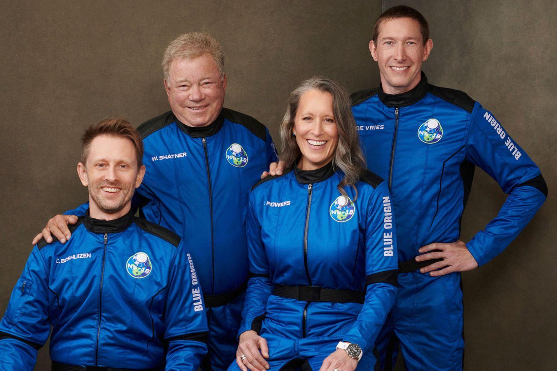 Crew des zweiten Flugs von Blue Origin (v.l.n.r.): Chris Boshuizen, William Shatner, Audrey Powers und Glen de Vries